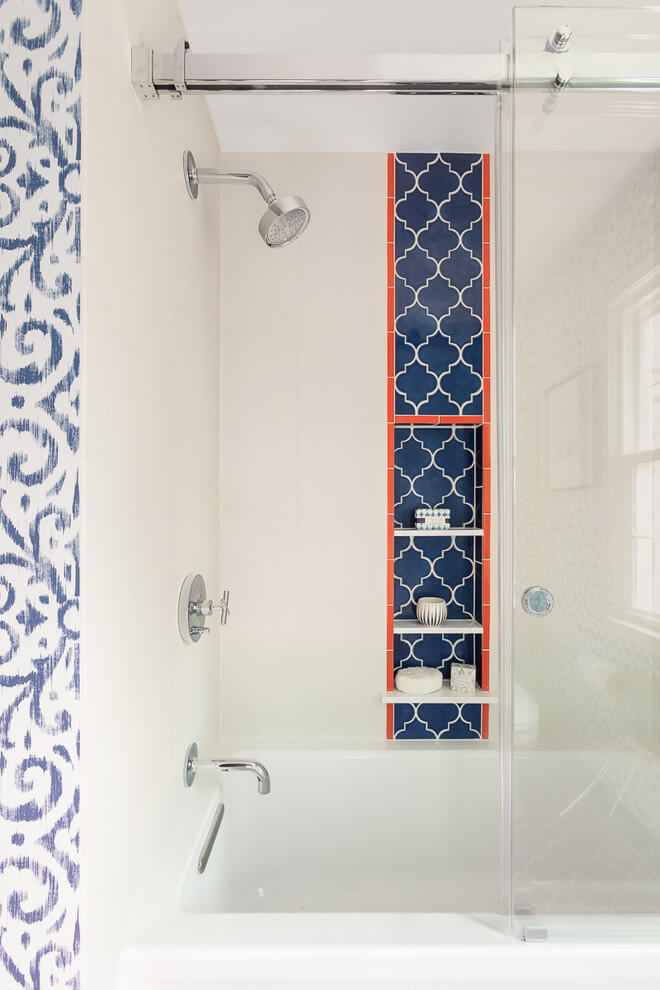 Patterned posts in eclectic bathroom design