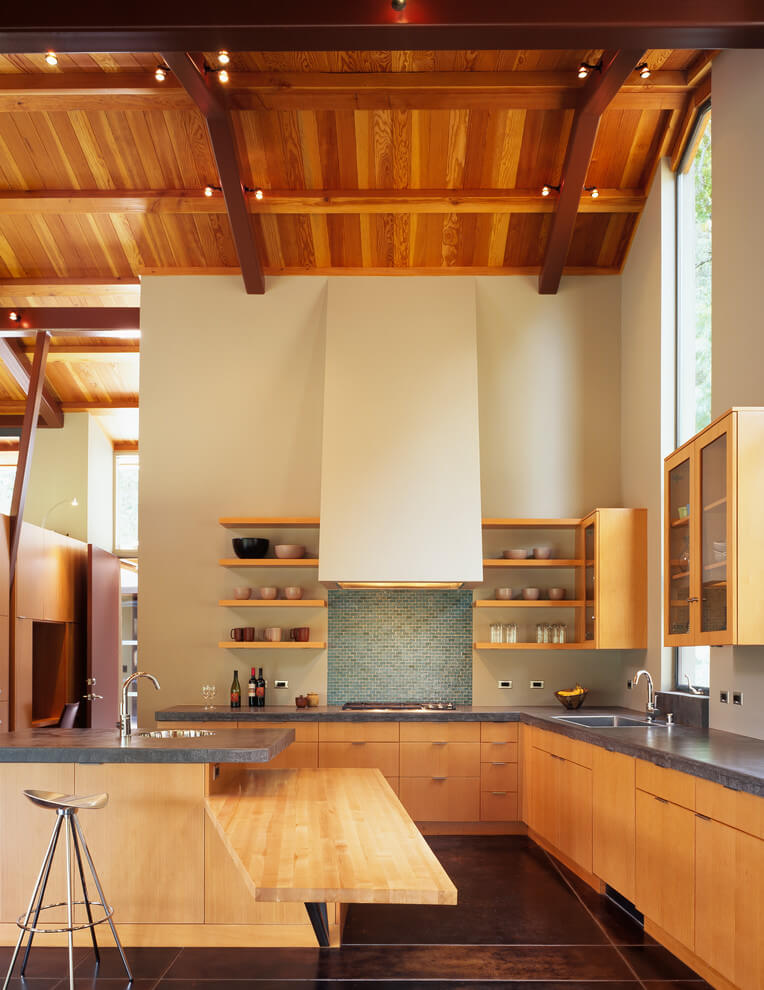 Bright wooden tones in the kitchen