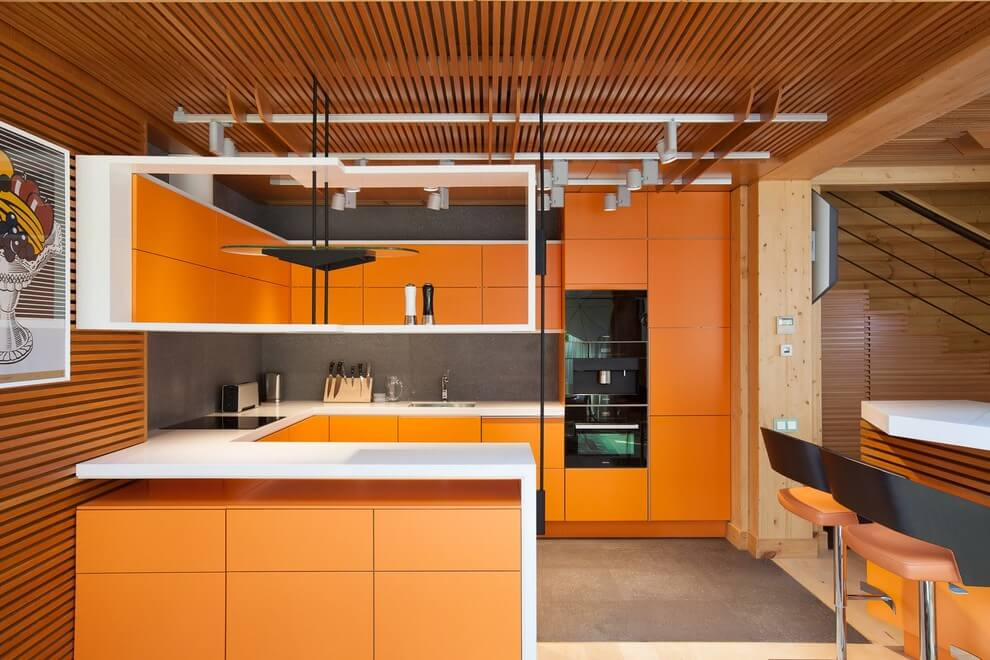 Wooden and orange tones in the kitchen