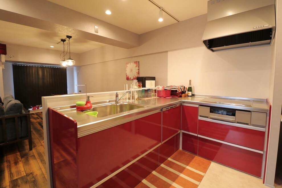 Small red open kitchen design
