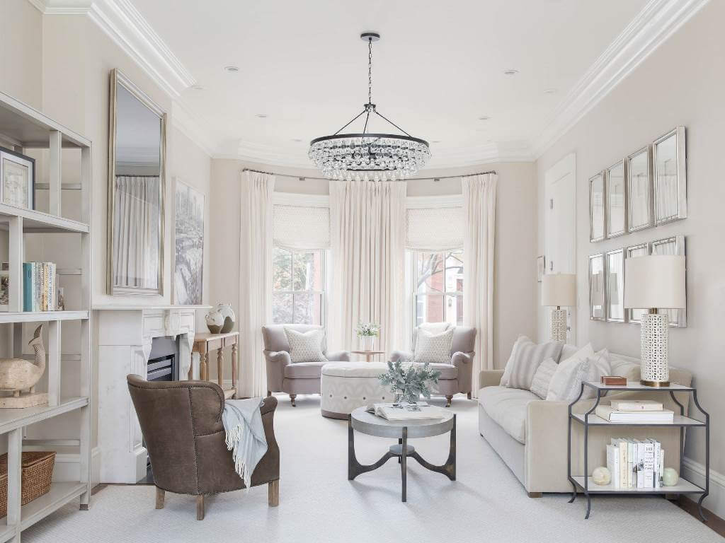 Soft colors in neutral decor