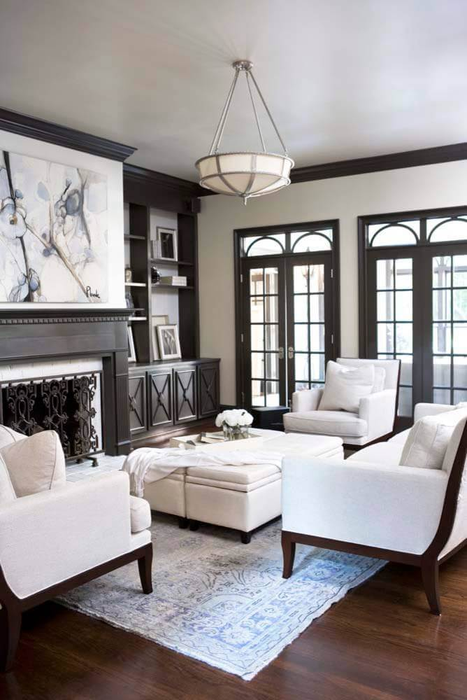 Classic decor of white and wood