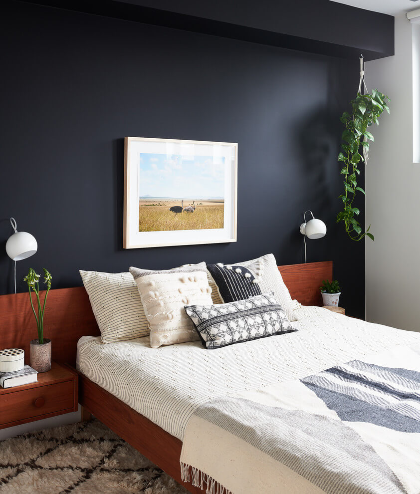 Black accent wall Single bedroom