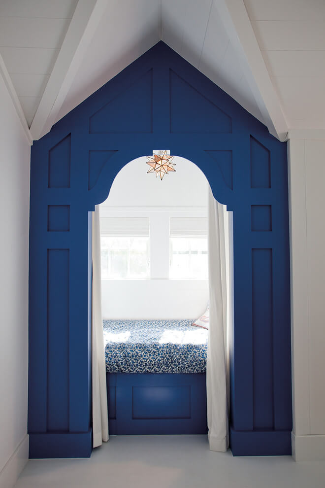 Small alcove bed in blue