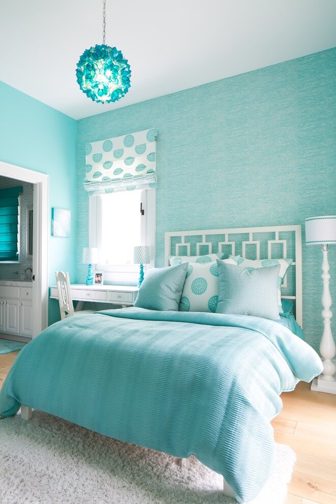 Coastal shadows and accents in the bedroom