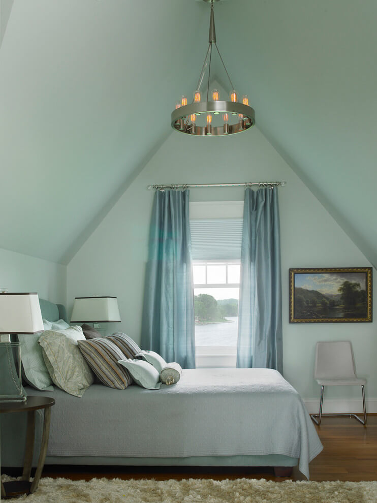 Pastel colors in turquoise bedroom
