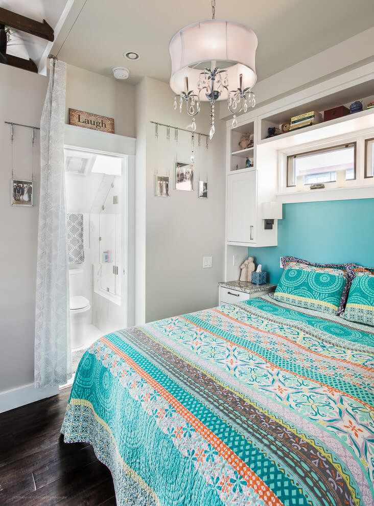 Bright accents Cheerful bedroom design