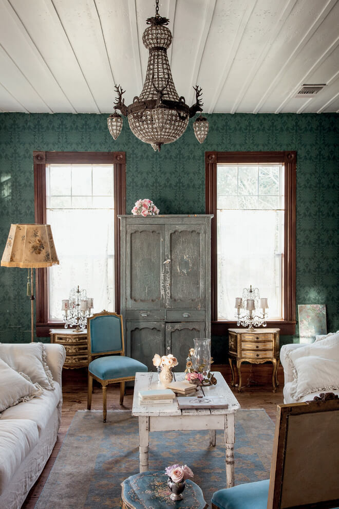 Victorian Touch Shabby-Chic Room Decor