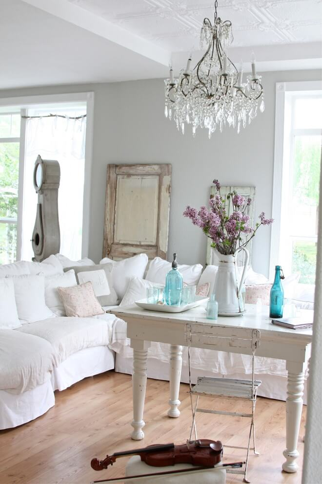 White and wood shabby-chic decor