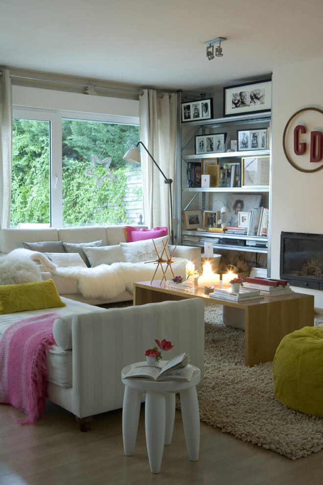 Bright accents Shabby-Chic living room