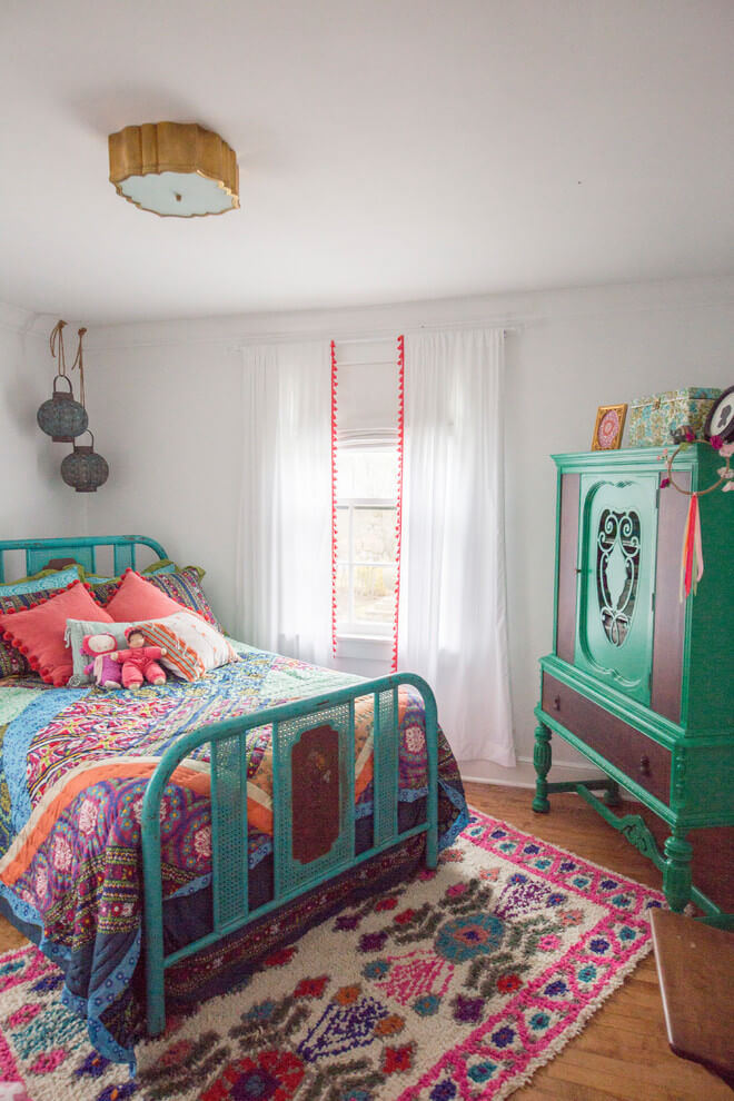 Bright and cheerful Moroccan bedroom