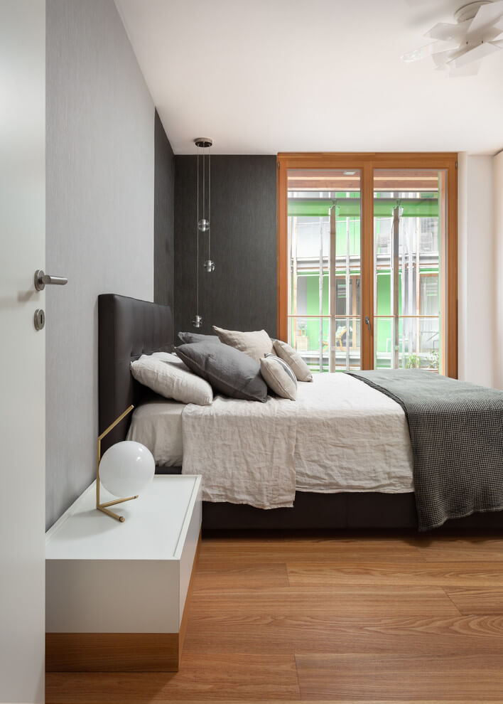 Bright contrasts Modern bedroom decor