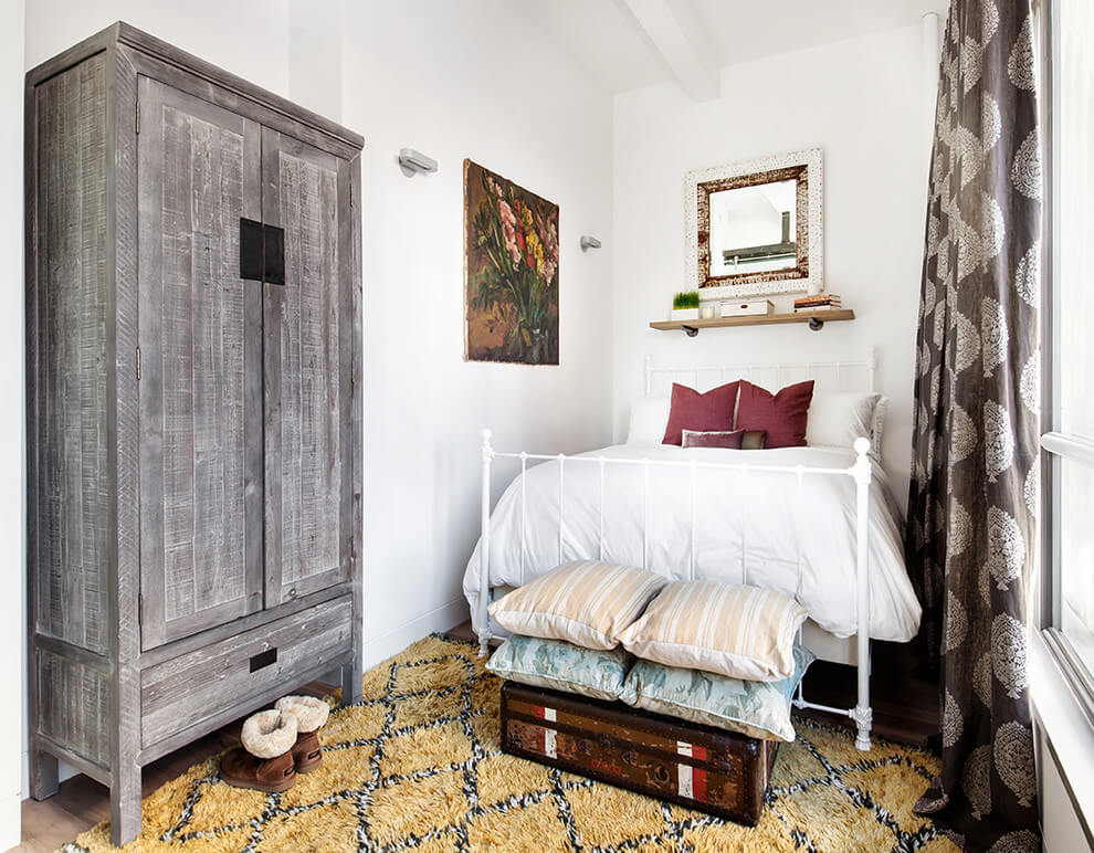 Eclectic decor with small bedroom