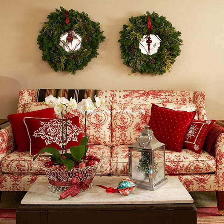 Living room red green Christmas decoration