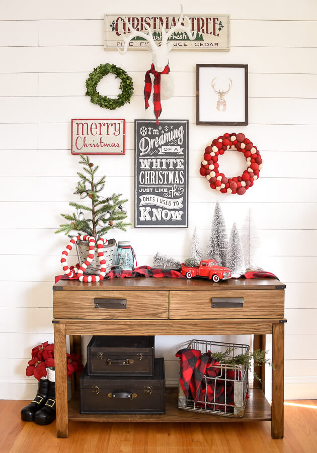 Entryway Red Green Christmas Decoration
