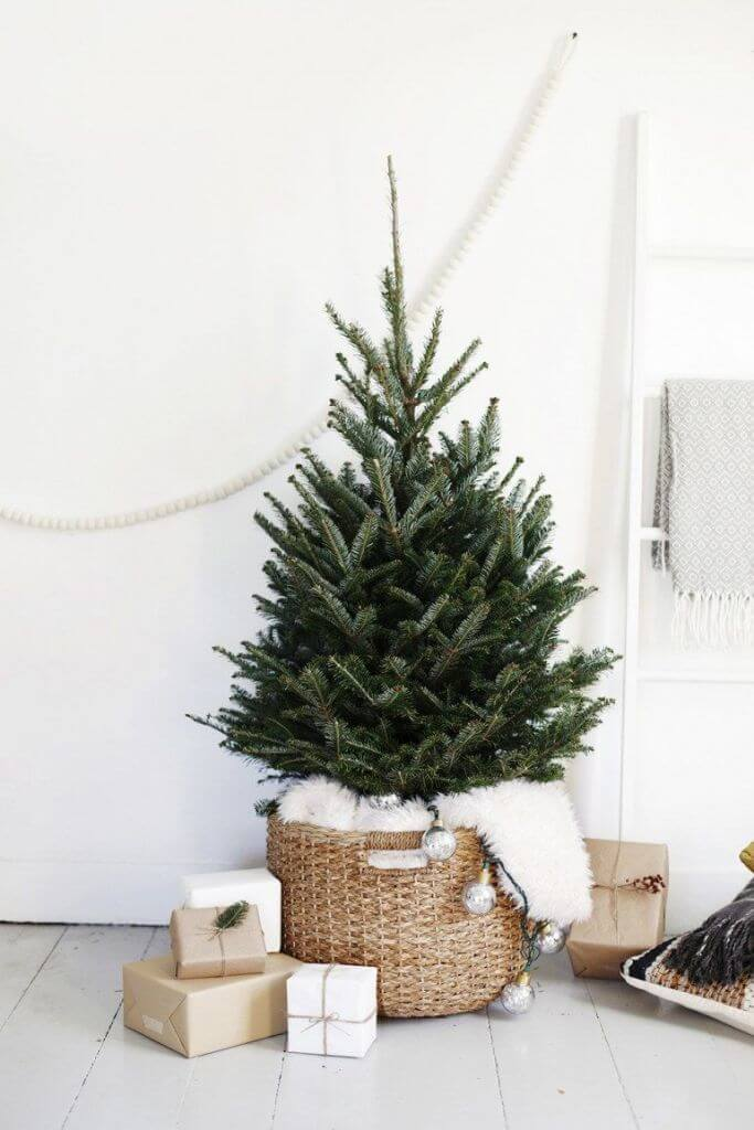 Scandinavian minimal Christmas tree decor