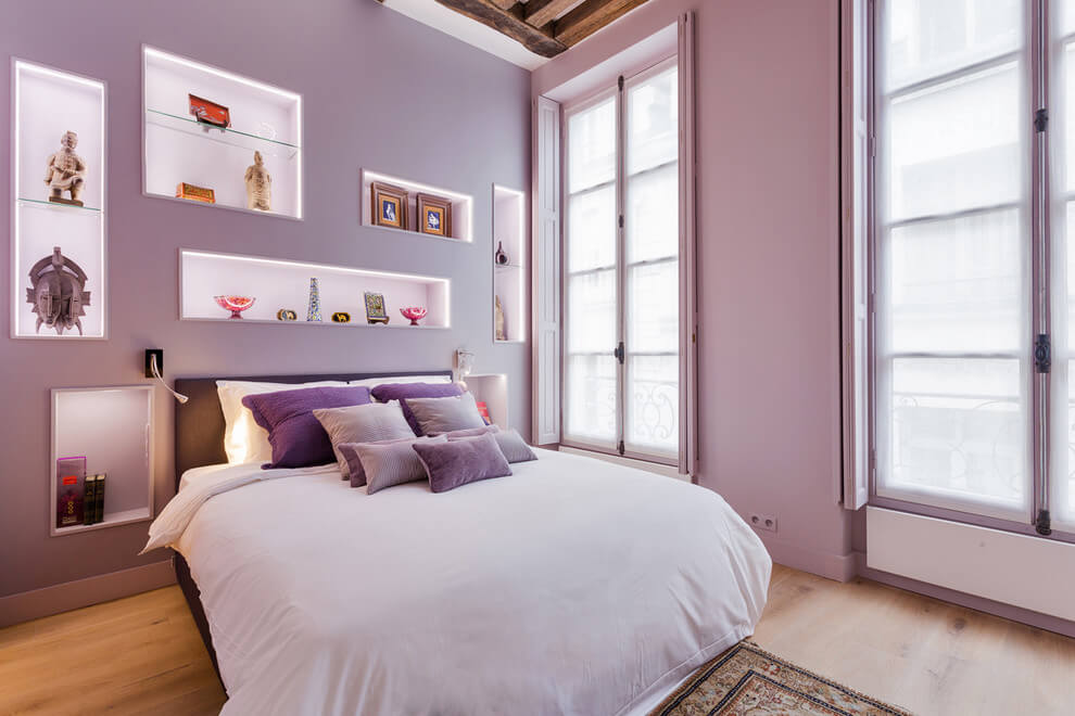 Pink tones and unique wall design