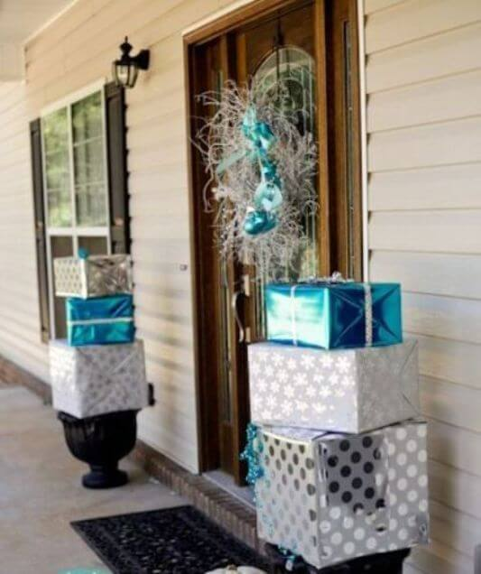 Gifts Topiary in silver-blue decorations