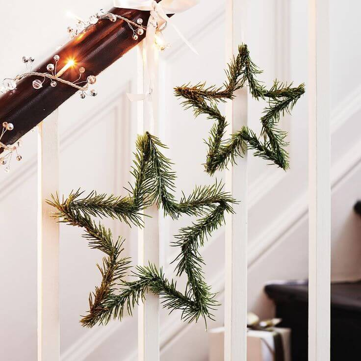 Simple Star Wreath Banister Decor