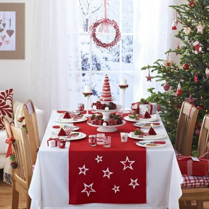 Festive red Christmas table decor