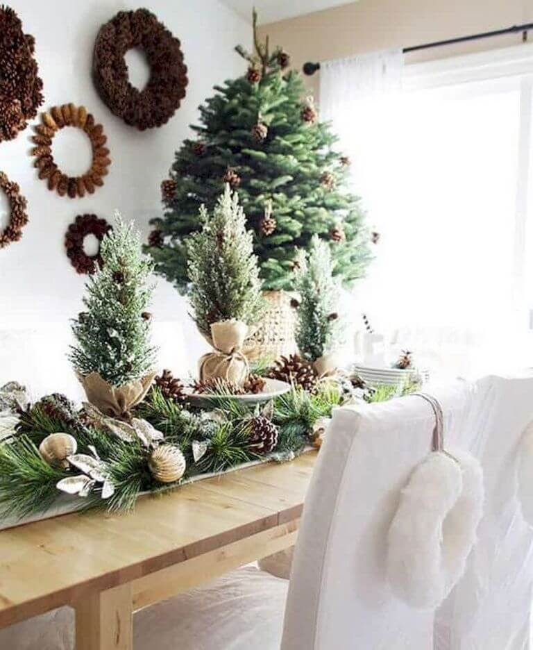 Dining room Rustic wreath decor
