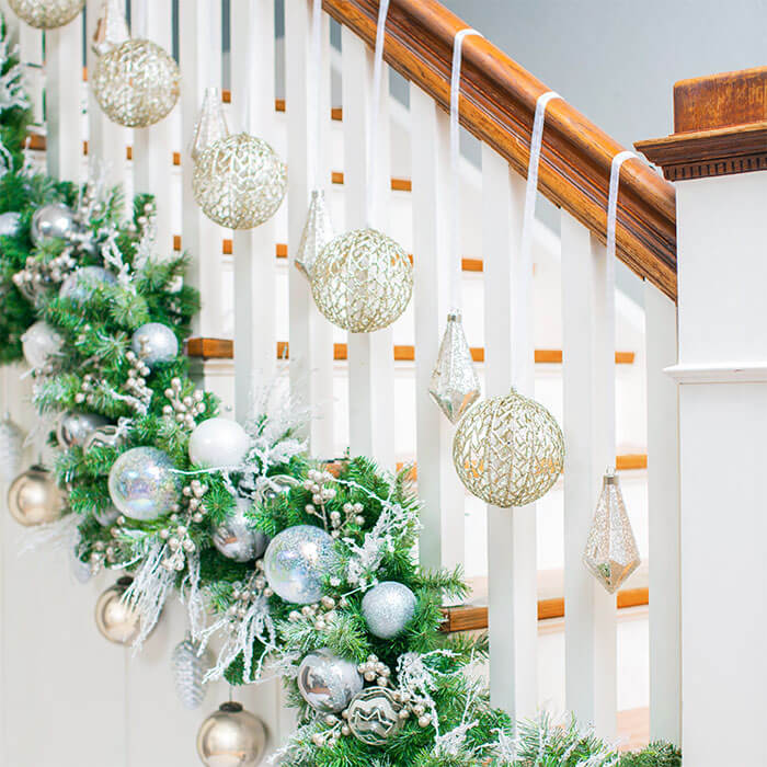 Staircase snowball Christmas decoration