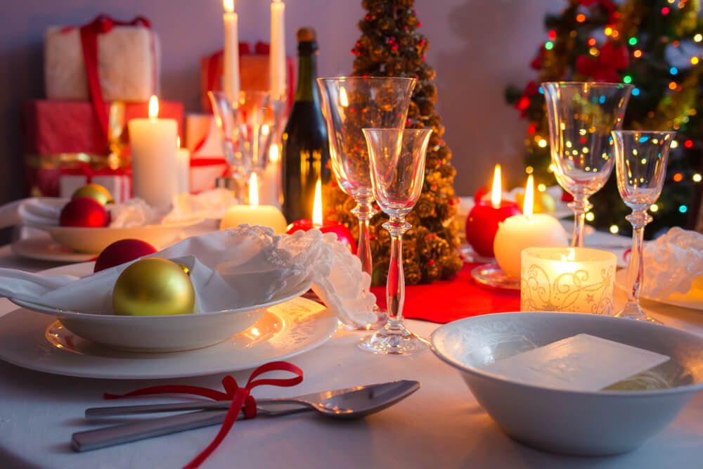 Setting of modern Christmas light tables