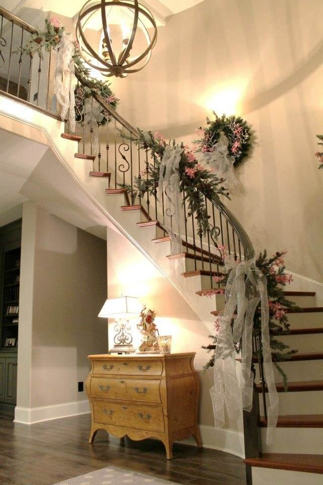 Elegant Christmas staircase decor
