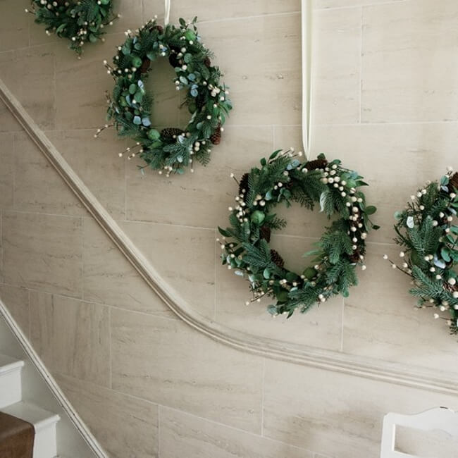 Staircase wall Christmas wreath decor