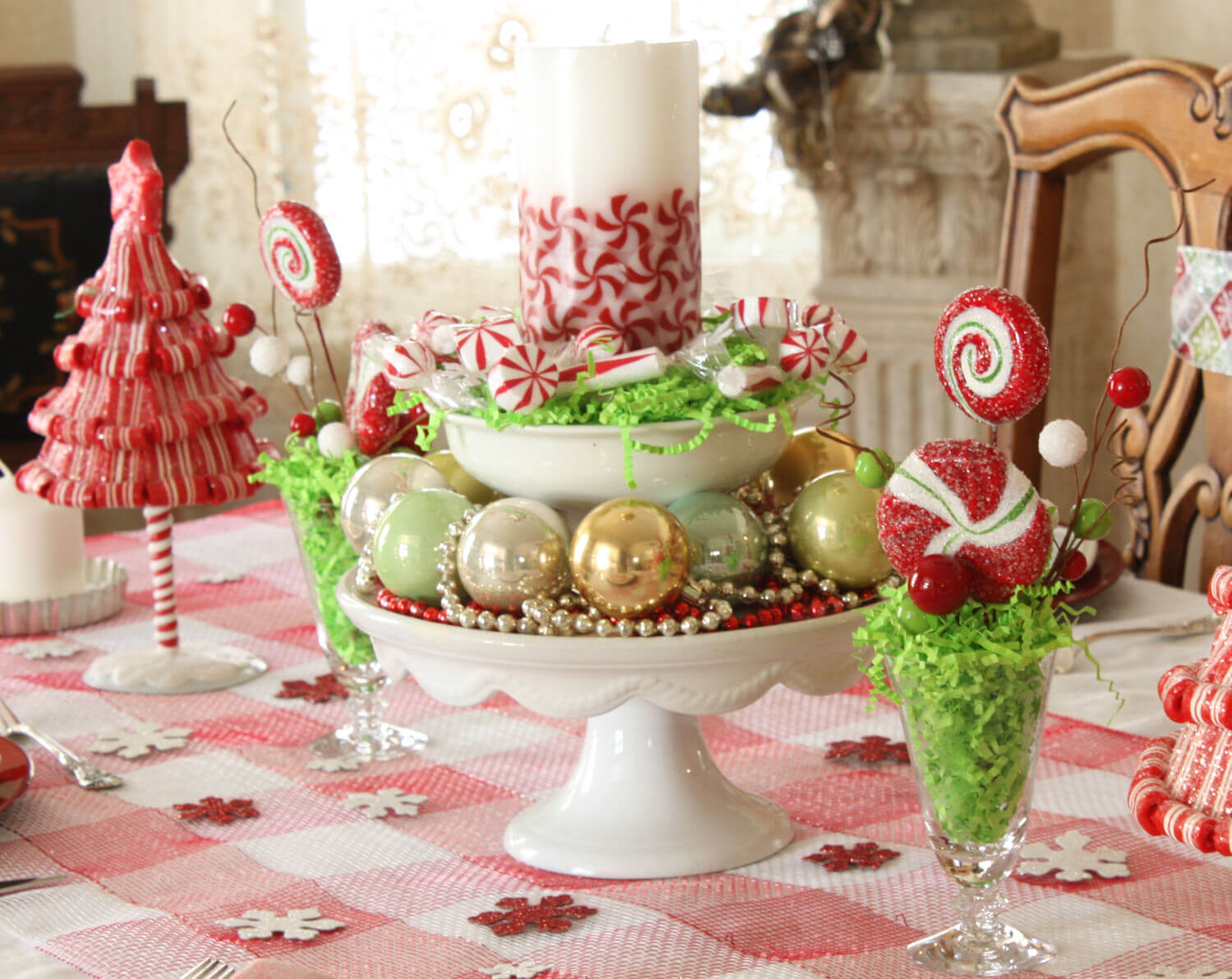 Whimsical Christmas table decor