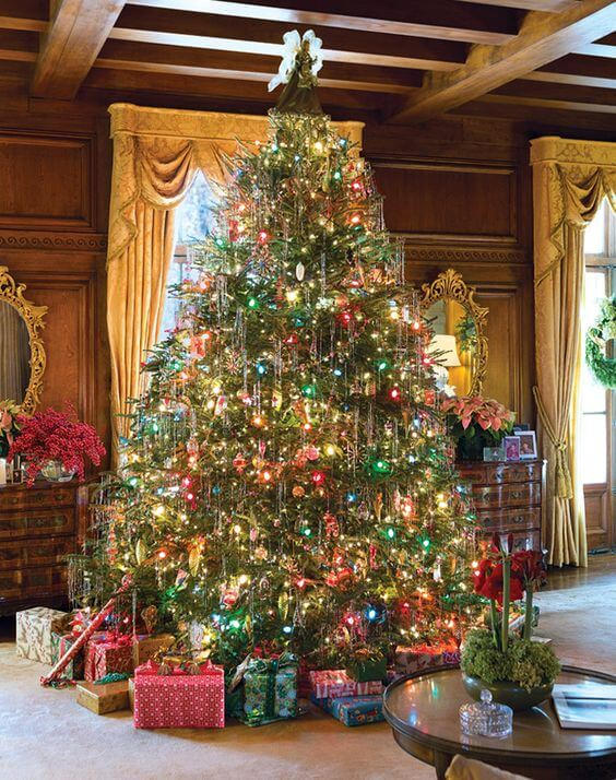 Old-fashioned ornament Christmas tree