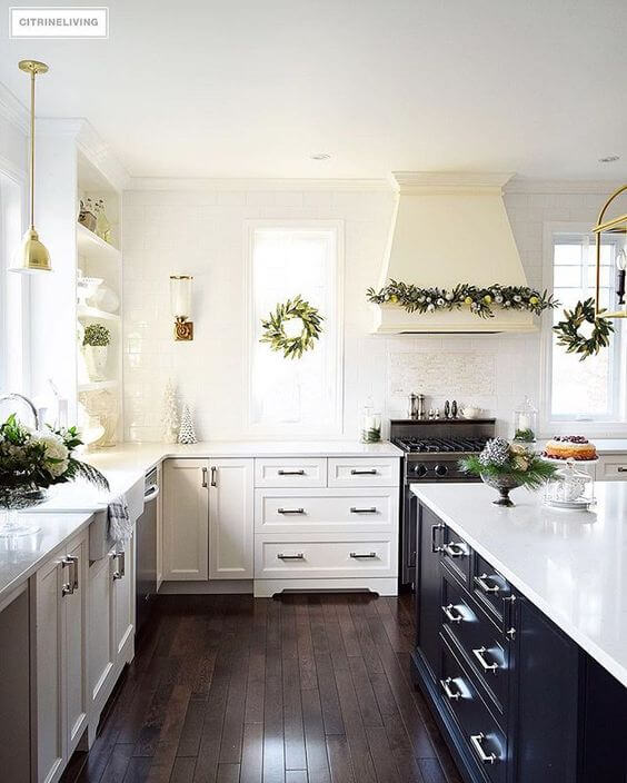 Minimal Christmas kitchen decor