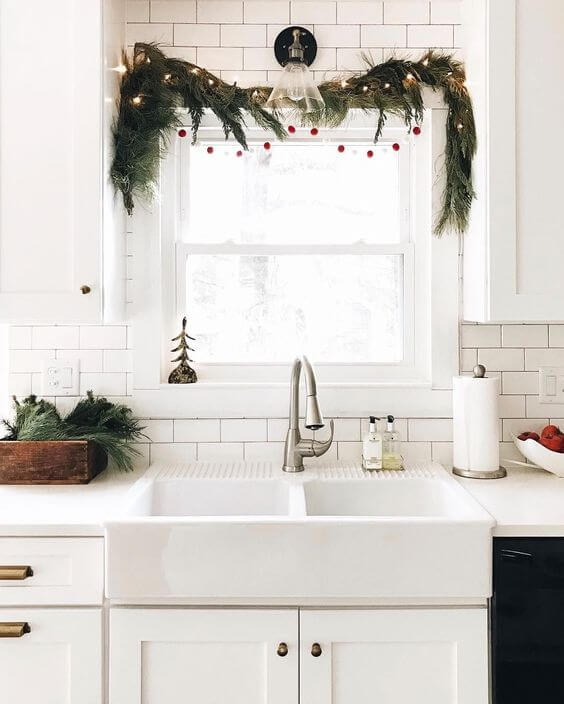 Simple minimal kitchen window decor
