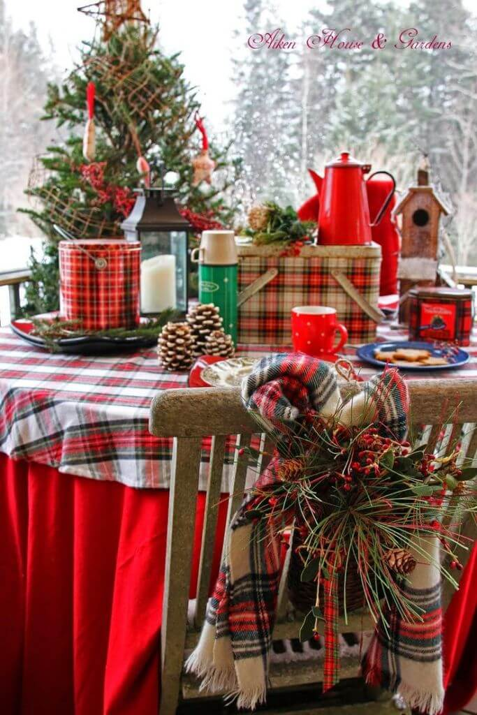 Rustic plaid decor for dinner table