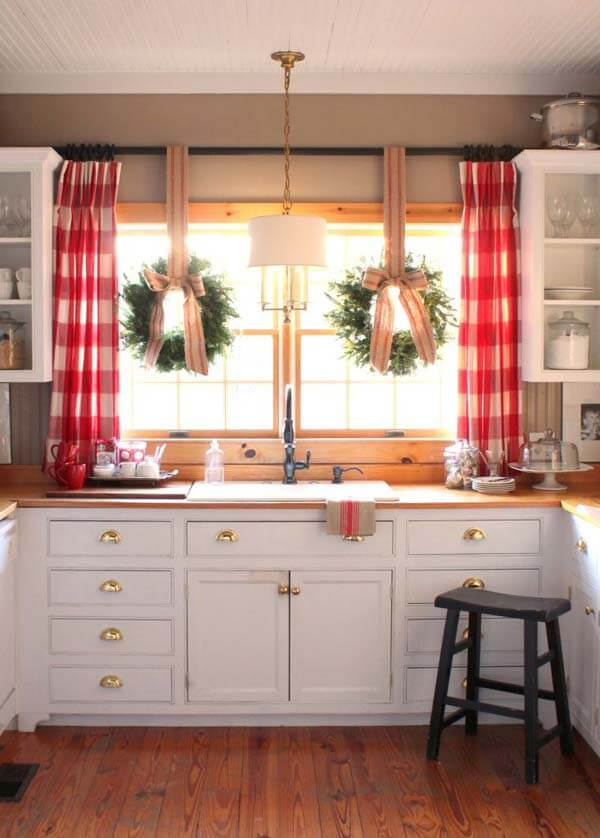 Kitchen window Christmas plaid decor