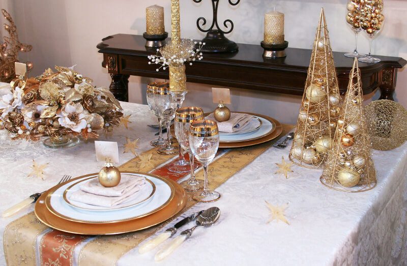 Dinner table Gold Christmas decor