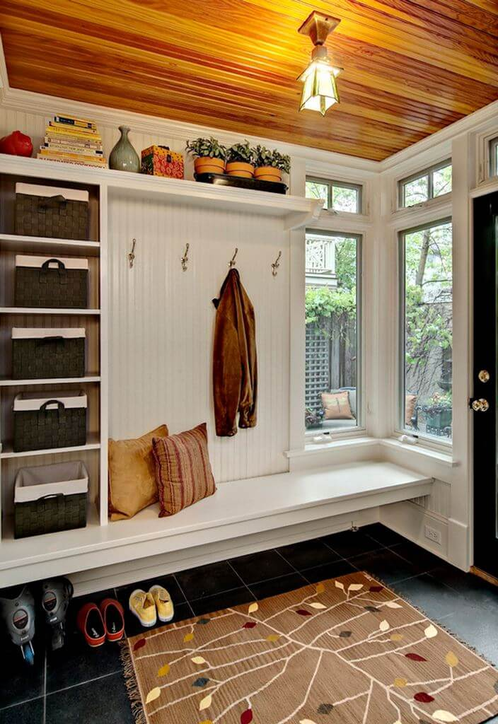Corner Beachstyle Mudroom