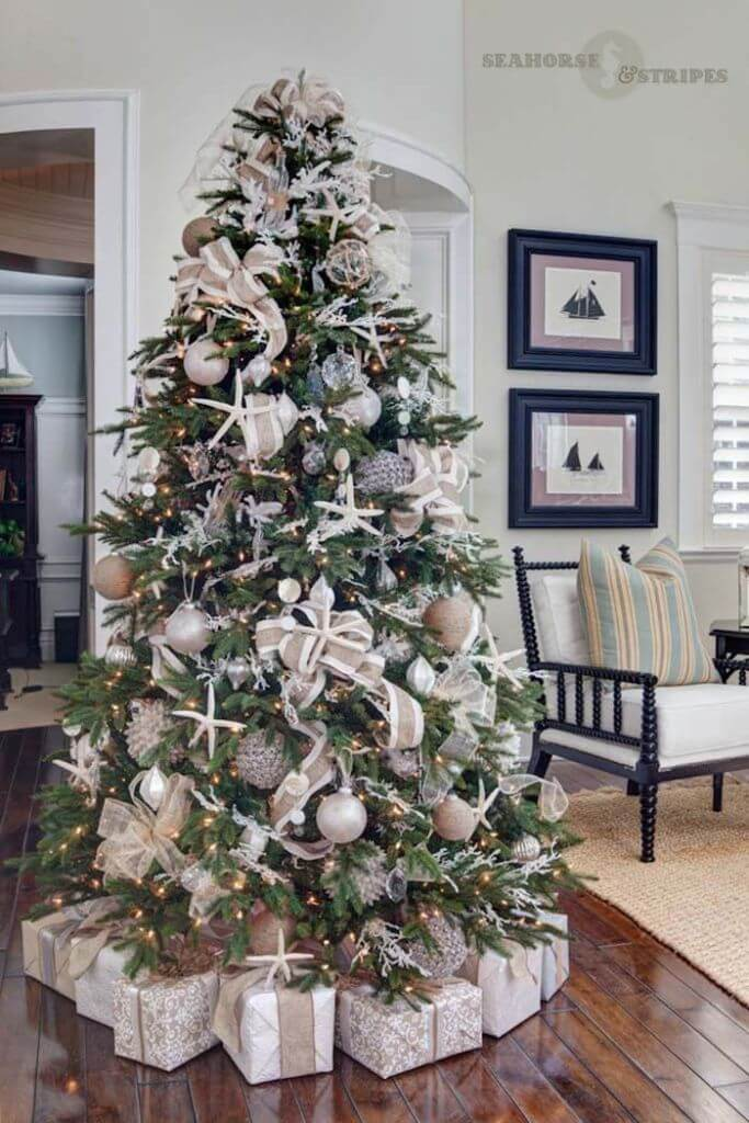 Living room Coastal Christmas Decor