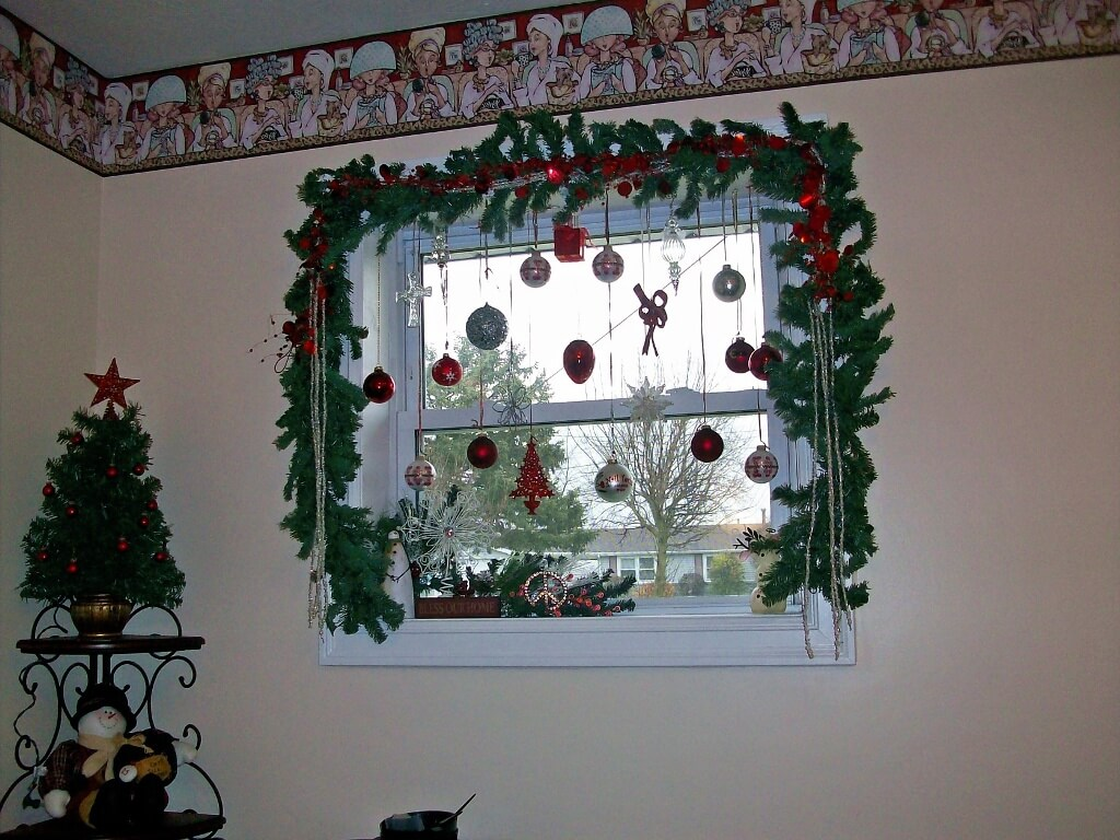 Sparkling window Christmas decor