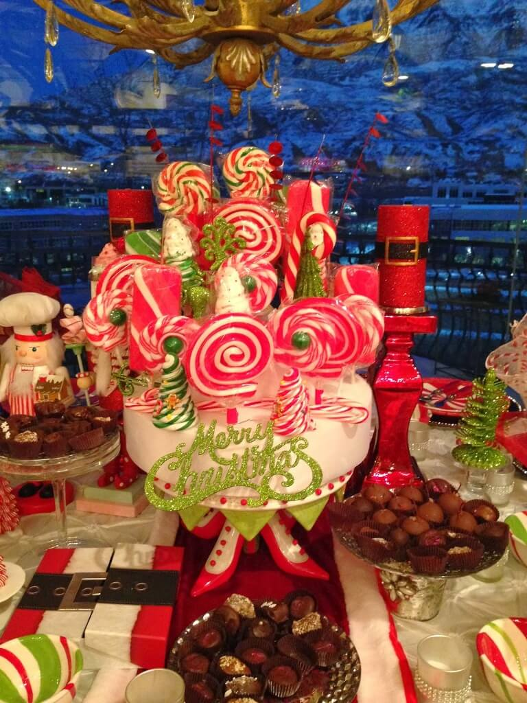 Candy cane decor for dining table