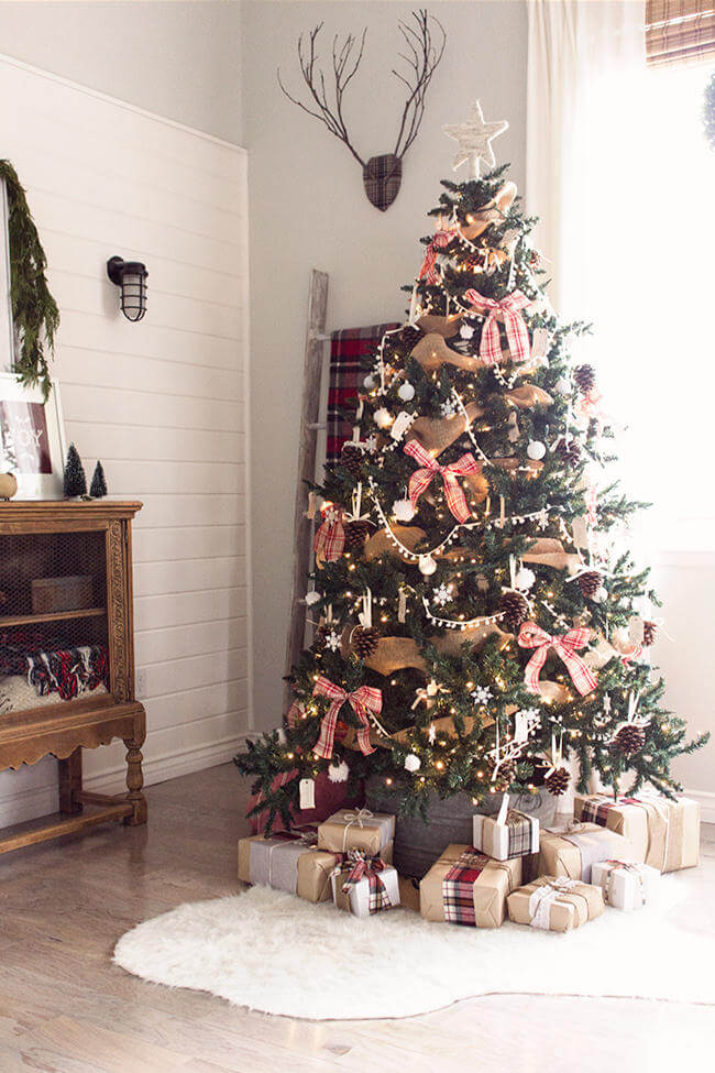 Rustic red white Christmas tree