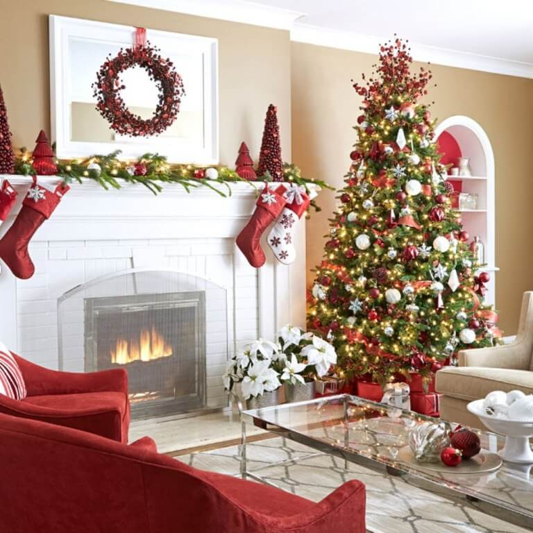 Christmas tree decorations with red theme