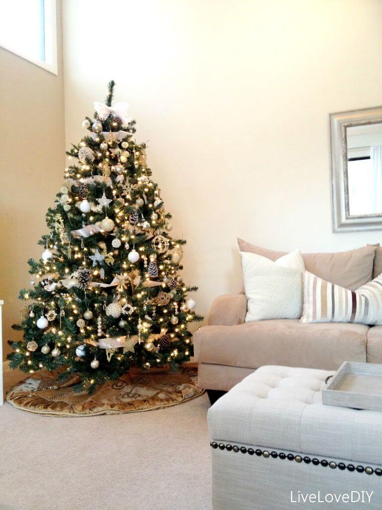 Modern living room tree decoration
