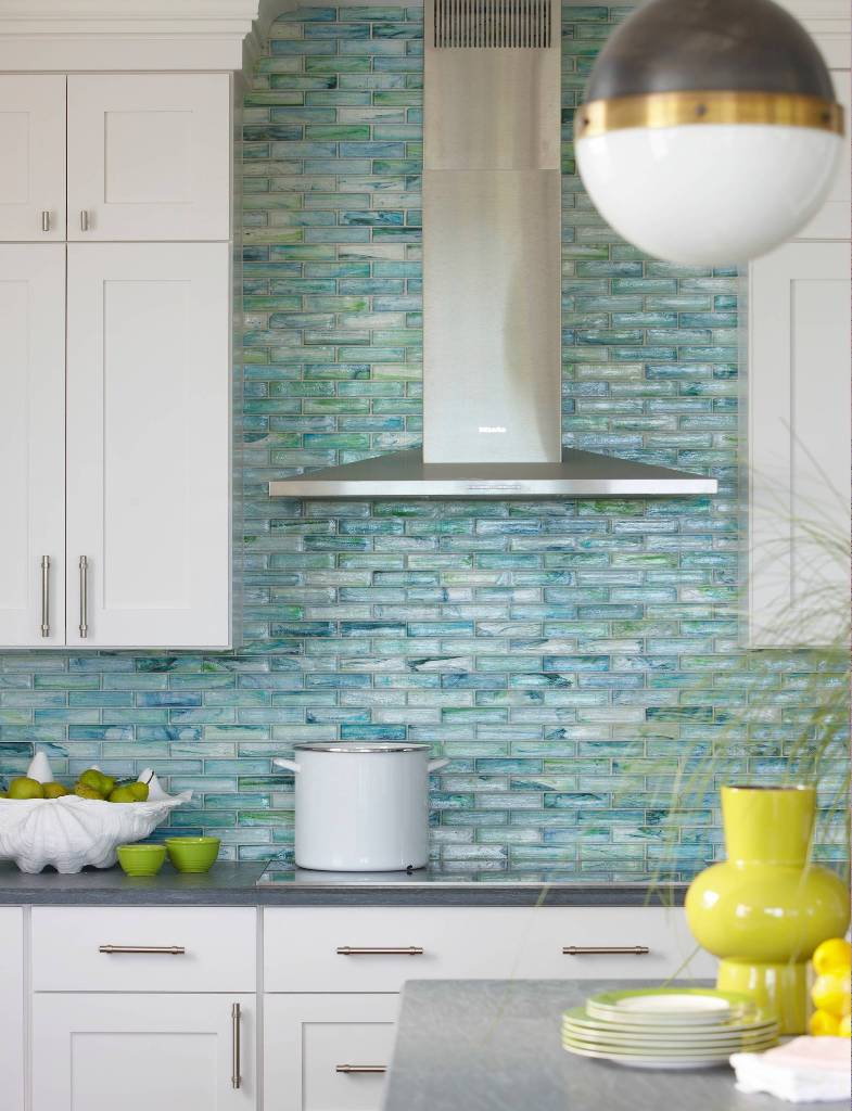 Linear glass pattern tile in mosaic