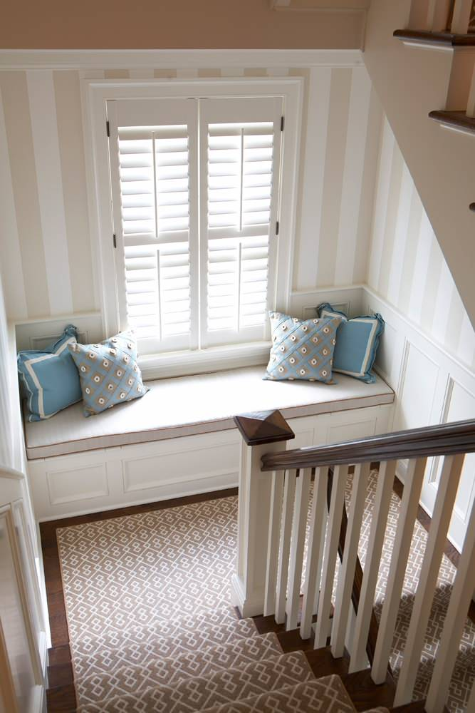 Beach style U-shaped staircase