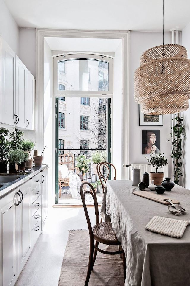 Small Parisian elegant style kitchen