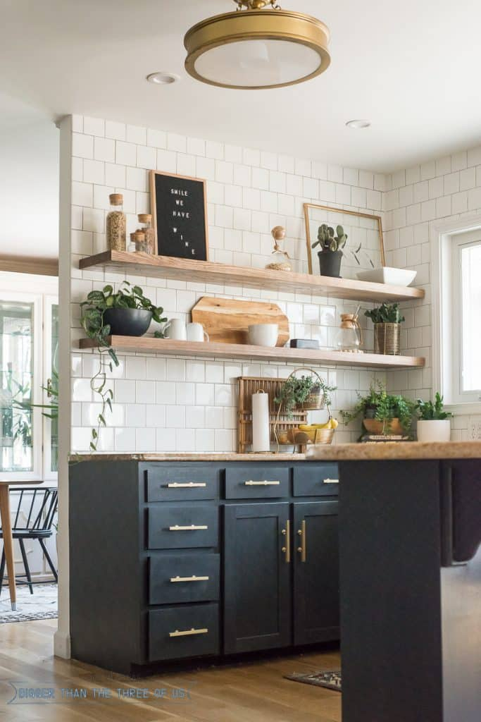 Open shelf in kitchen idea