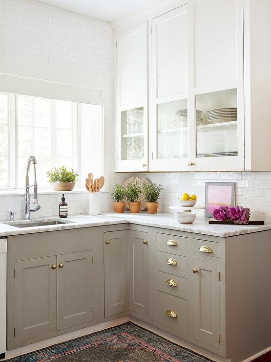 Two toned marble cabinets countertop