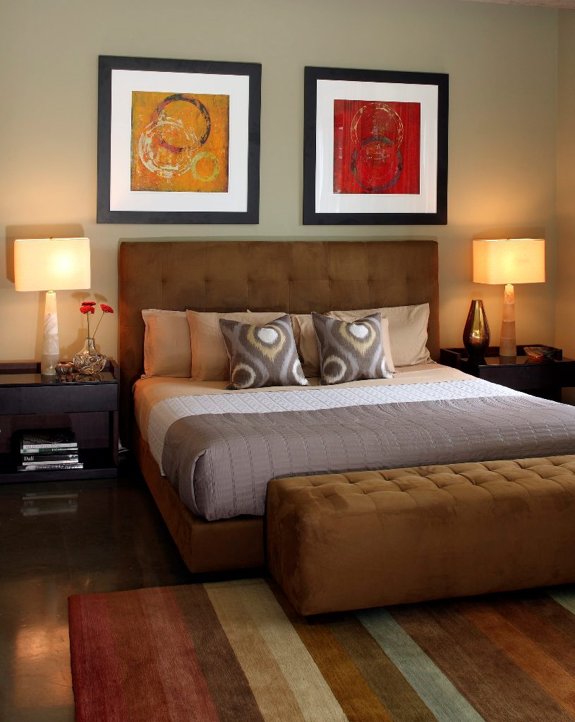 Art picture frames behind the bed