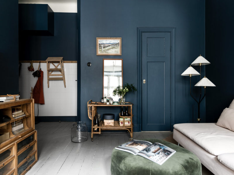 Fantastic apartment in Sweden with shades of dark blue interiors
